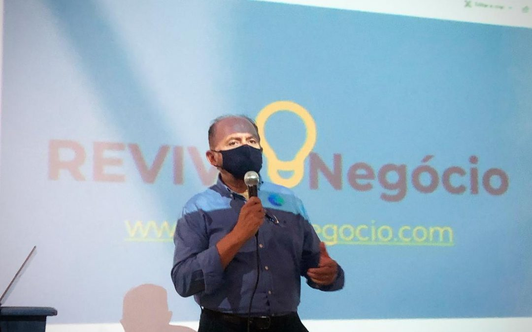 JULIO CAVALCANTE, Secretario Executivo da SEDET, explicando a importância da REVIVENEGOCIO