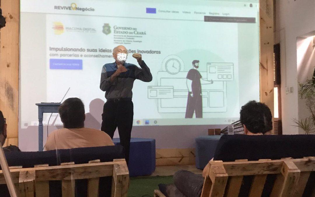 Presidente Ricardo Liebmann entregando a plataforma REVIVENEGOCIO à SEDET/SECITECE